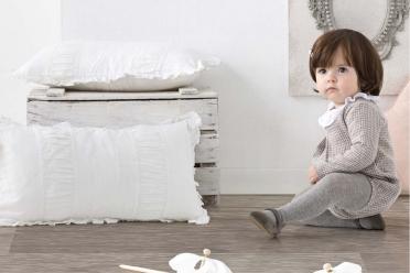 Babidú revisa los clásicos de la moda infantil con colores neutros.